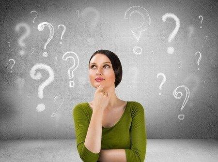Vrouw met vragen over online casino's